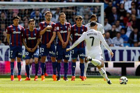 Football Ronaldo Free Kick Games   loadfreewellness