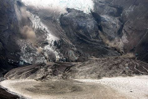Foreign Correspondence: Pictures: Iceland Volcano Spews ...