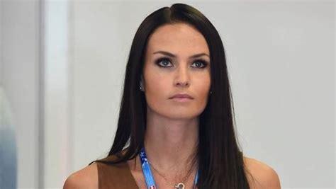 Fórmula 1: La mujer de Raikkonen ataca a Hamilton: «Si ...