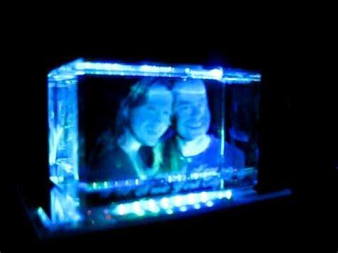 Foto 3d reproduzida em um cubo de cristal   YouTube