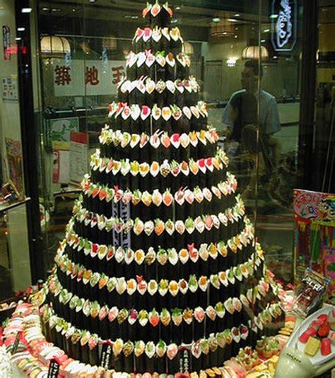 Foto : Árboles de navidad originales: adornado con sushi