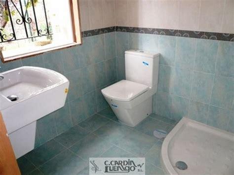 Foto: Baño Completo con Plato de Ducha de Esquina de ...