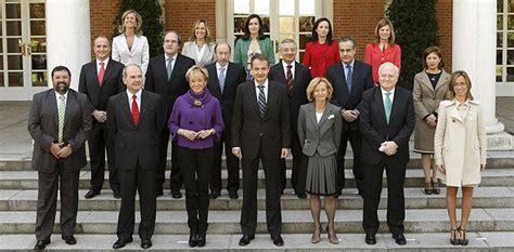 Foto del primer Gobierno con tres vicepresidentes desde ...
