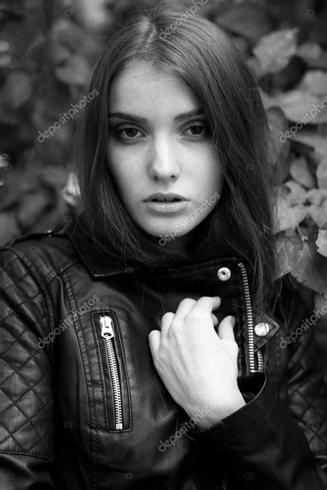Foto en blanco y negro de moda de una revista — Fotos de ...