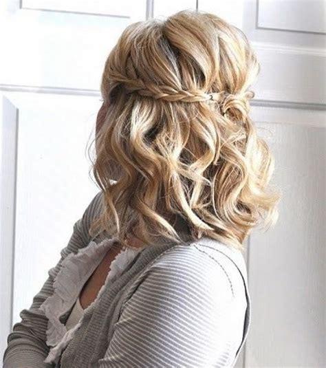 Foto : Peinados de boda para media melena   diadema trenzada