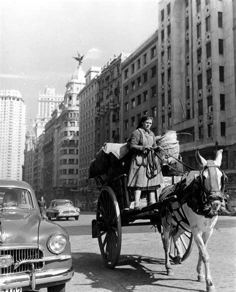 Fotos antiguas: Los contrastes de la Gran Vía