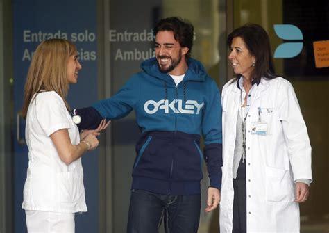 Fotos de Alonso a su salida del hospital - foto 3 - MARCA.com