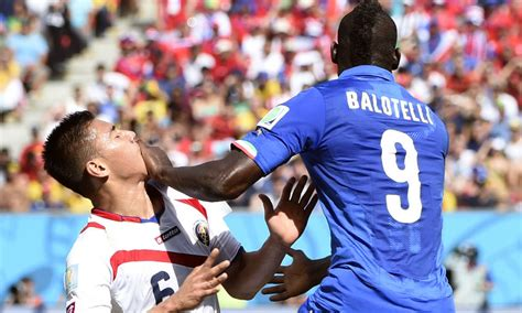 Fotos: Faltas y entradas fuertes en los juegos del Mundial ...