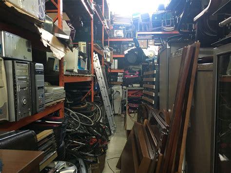 FOTOS: Policía Local descubre en un pabellón una tienda ...
