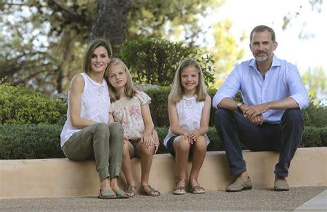 Fotos: Primer posado de la Familia Real al completo en ...