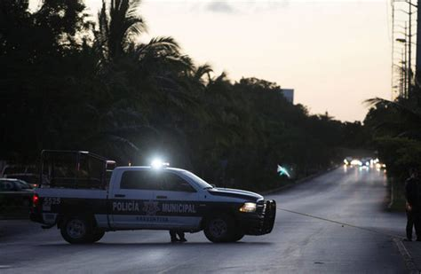 Four killed as  gangsters  shooting Mexican government ...