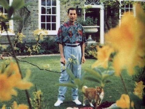 Freddie Mercury Of Queen Died Here… | FeelNumb.com