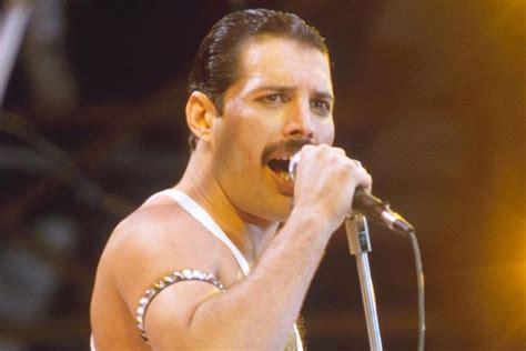 Freddie Mercury played Queen hit Bohemian Rhapsody on Hey ...