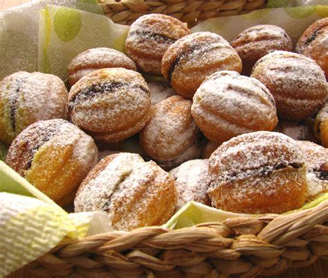 Fursecuri Nuci | Retete de dulciuri | Bucataria Romaneasca