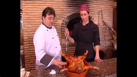 Geno y Javier ,receta cochinillo al horno de leña ,una de ...