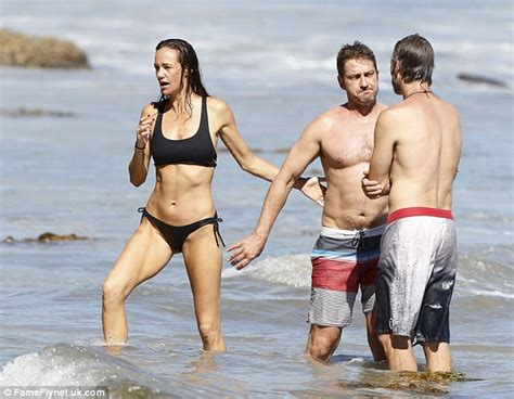 Gerard Butler gives girlfriend Morgan Brown a kiss on ...