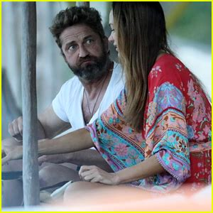 Gerard Butler Spends His New Year's Day on the Beach in ...