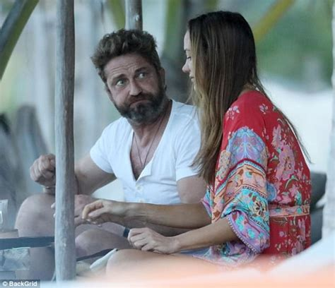 Gerard Butler spotted with pretty brunette in Mexico ...