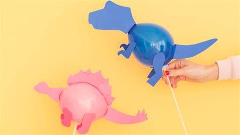 Globos de dinosaurios caseros para decorar fiestas infantiles