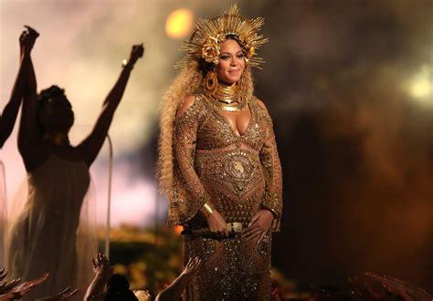 Grammys 2017: Pregnant Beyonce Performs