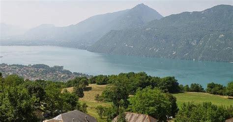 Gran lago, chalets y montañas, en Francia | Imagenes Sin ...