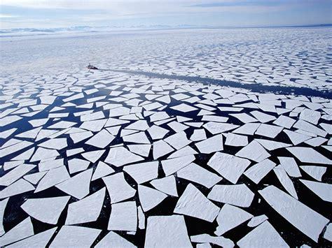 """Groenlandia y la Antártida aceleran y """"se funden"""" a la par ..."""