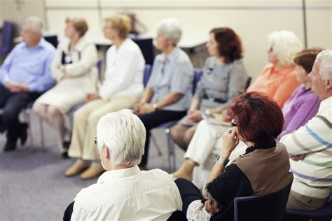 Grupos de apoyo para cuidadores de personas dependientes