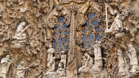 Guide with Sagrada Familia tickets, sights, history and ...