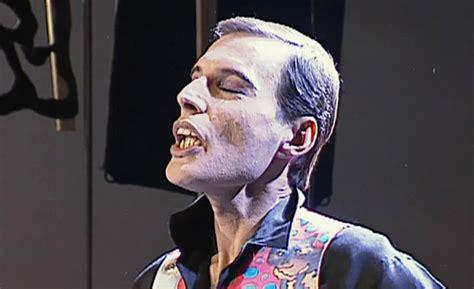 Há 22 anos, Freddie Mercury perdia a batalha contra a aids ...