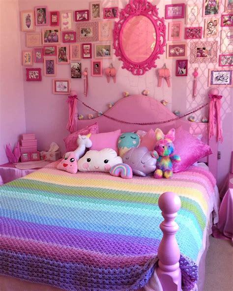 Habitación con decoración en rosa para adolescente o niñas ...