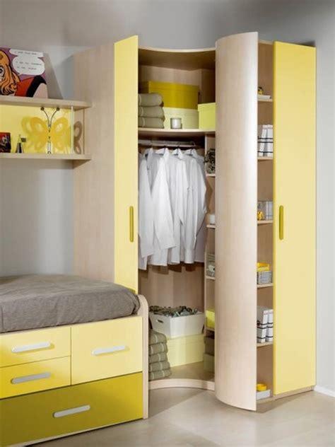 Habitación infantil con armario esquinero Tomás