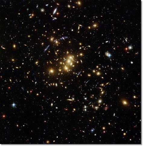 Hallan una galaxia oscura - Taringa!