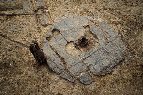 Hallan una rueda completa de la Edad del Bronce
