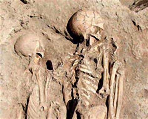 Hállanse en Turquía restos de enamorados abrazados desde ...