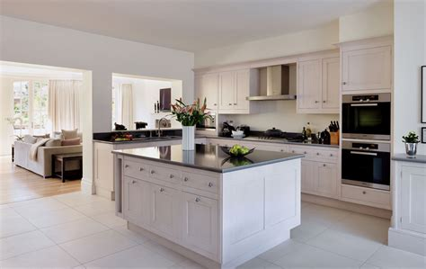 Hand Painted Kitchens - Smallbone of Devizes - Wood ...