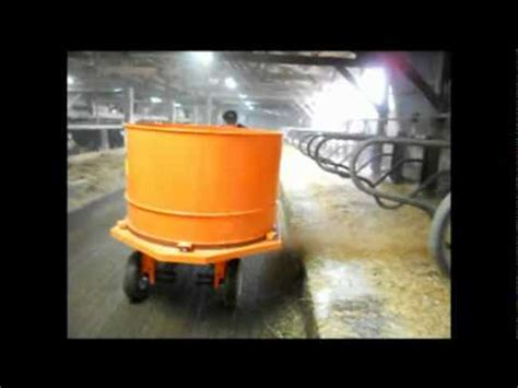 Hansonsilo.com ValMetal Big Square Bale Chopper - YouTube