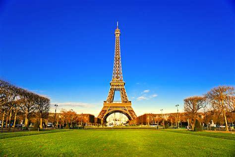 Hasta la Torre Eiffel se blinda contra terroristas