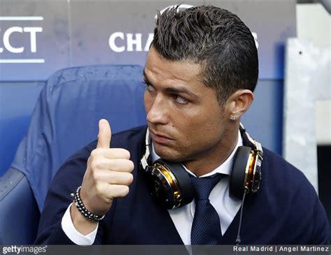 Hello Handsome: Cristiano Ronaldo Caught Checking Himself ...