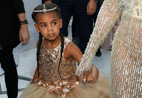 Hija de Beyoncé le sigue los pasos en el canto y el baile ...