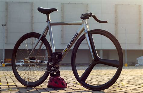HK Fixed Gear: Bike Check: Ahrleth's Cinelli MASH Bolt