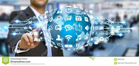 Homem De Negócios Que Usa O Mundo Digital Com ícones Da ...