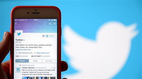 Hotels should use Twitter for customer service, not ...