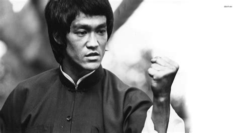 How To Punch Like Bruce Lee   One Inch Punch   Thrillist