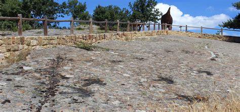Huellas de dinosaurios en Regumiel de la Sierra, Burgos ...