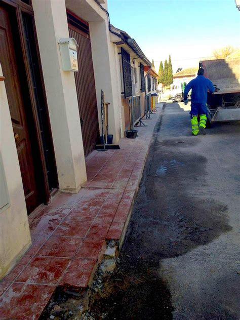 Huétor Vega arregla las aceras del barrio de Caicena