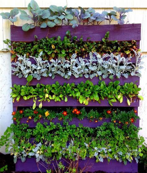 Ideas DIY para reutilizar palets en el jardín | Guía de ...