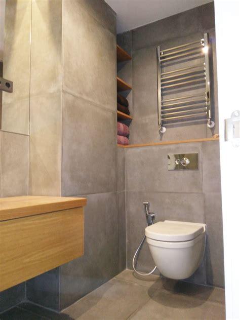 ideas para decorar baños pequeños, tonos cemento y madera ...