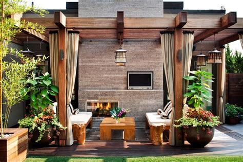 Ideas para decorar el jardín con chimenea al aire libre