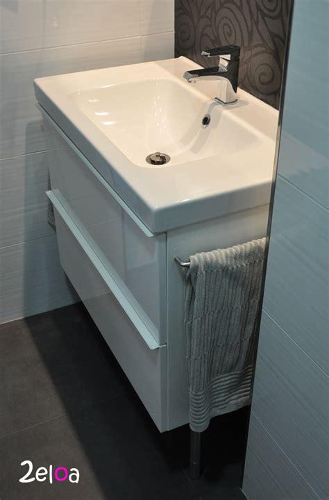 Ikea Hack: Añadiendo unos toalleros al mueble de baño ...