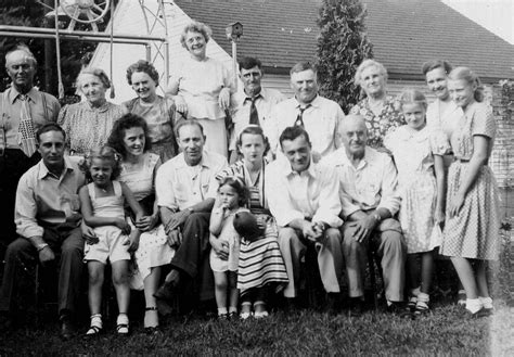 Image Gallery old family black